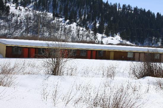 The Canyon Inn: snowmobiles paradise