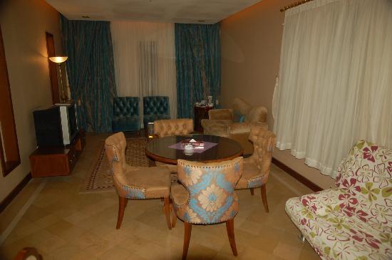 Parsian Safaiyeh Hotel: Suite Abarkooh