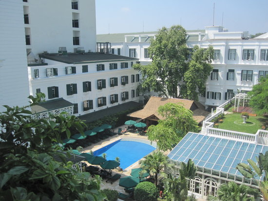 Sofitel Legend Metropole Hanoi: View of pool and Bamboo Bar