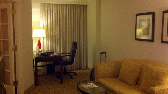 Bethesda Marriott Suites: Work Area