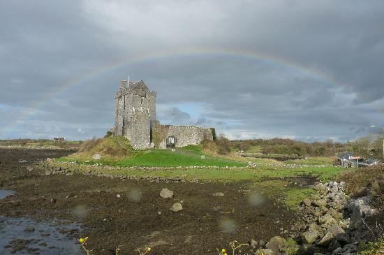 Dunguaire Castle's Medieval Banquet : Dunguaire castle under the rainbow