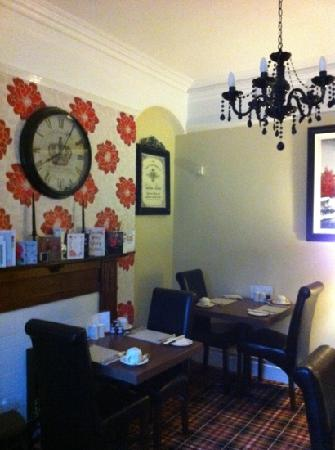 Autumn Leaves Guest House : The Dining Room