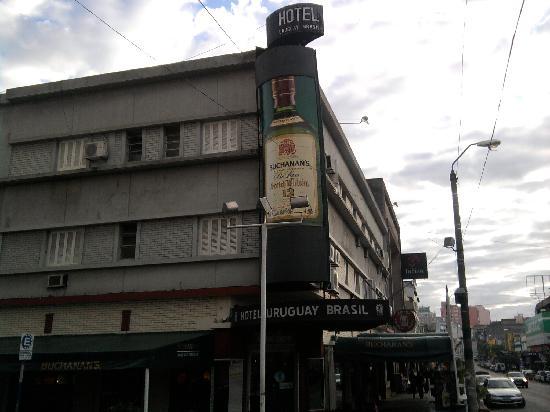 Hotel Uruguay Brasil : Frente do prédio. Já dá uma idéia do estado do hotel.