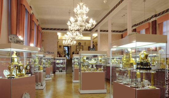 Mons, Belgium: La grande salle du musée François Duesberg Arts décoratifs 1775-1825