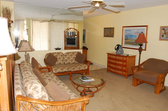 Hale Pau Hana Beach Resort: Condo living room