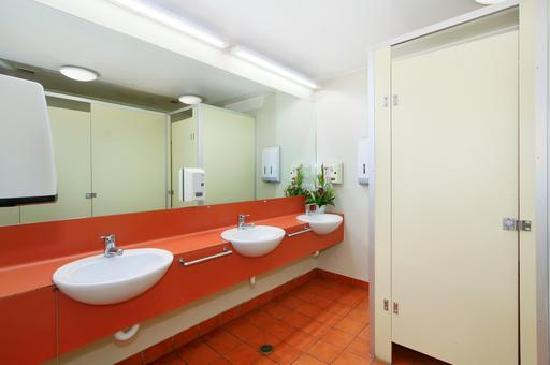 Melbourne City Backpackers: Bathroom