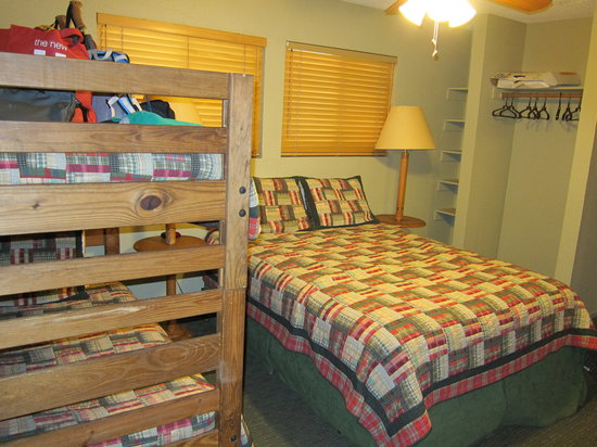 Montecito Sequoia Lodge & Summer Family Camp: Room 141