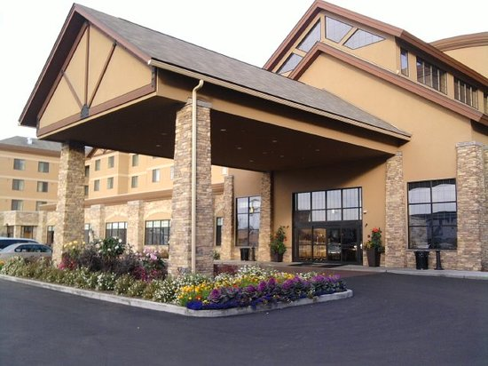Embassy Suites by Hilton Anchorage: Embassy Front entrance