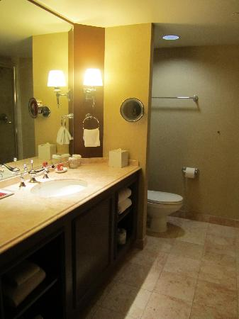 Red room picture of paris las vegas las vegas tripadvisor for Las vegas bathroom remodeling companies