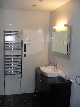 Malone Lodge Hotel & Apartments: Bathroom