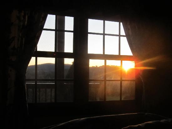 Mountain Song Inn: Waking up to a beautiful sunrise