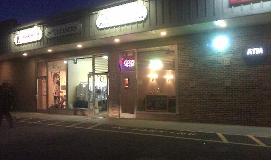 Angelina's Pizza: Exterior