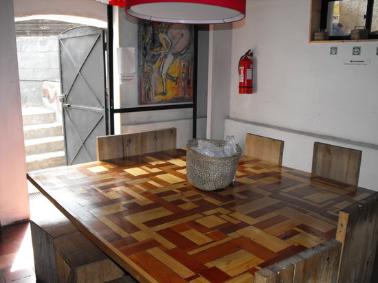 Dominica Hostel: Dining Area