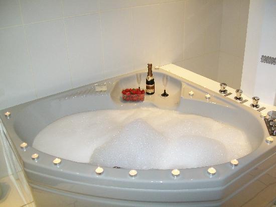 Touques, France: la baignoire de notre chambre