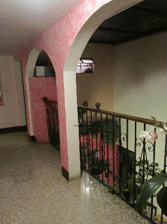 Posada Don Quijote: Hallway upstairs outside the rooms