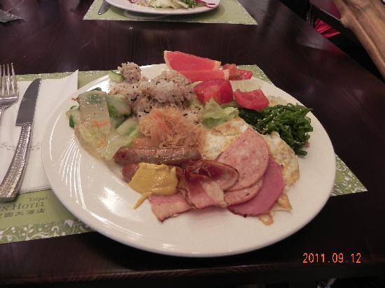 Taipei Garden Hotel: 朝食バイキング。品数は豊富。