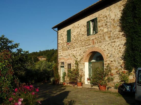 Il Poggiolo Bed & Breakfast : The spacious apartment on the left