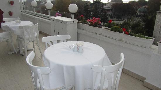 Sultanahmet Hotel: Breckfast balcony view