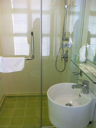 Citrus Hotel Johor Bahru: Toilet View 02