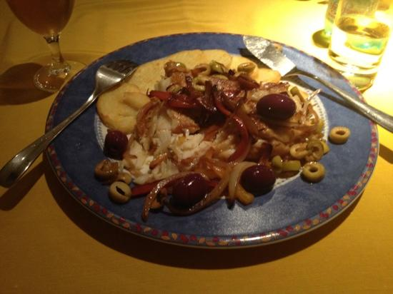 Orquestra de Panelas: Bacalhao na chapa - pan fried cod with sauteed onions, peppers ans olives!