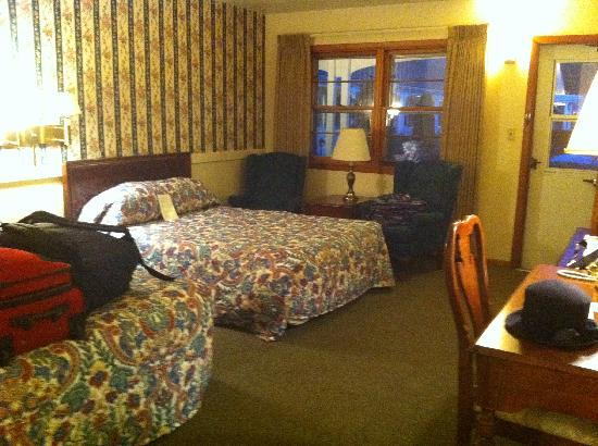Glass House Inn: Our room