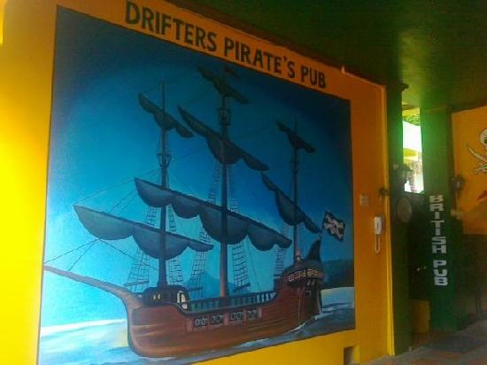 Drifters Apartel and British Bar: Pirates British Pub