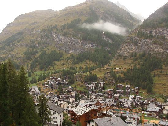 เซอร์โว เซอร์แมท: Viiew of Zermatt from the Cervo