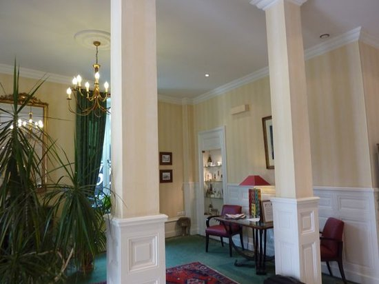 Best Western Hotel D'Angleterre : Waiting area by lobby