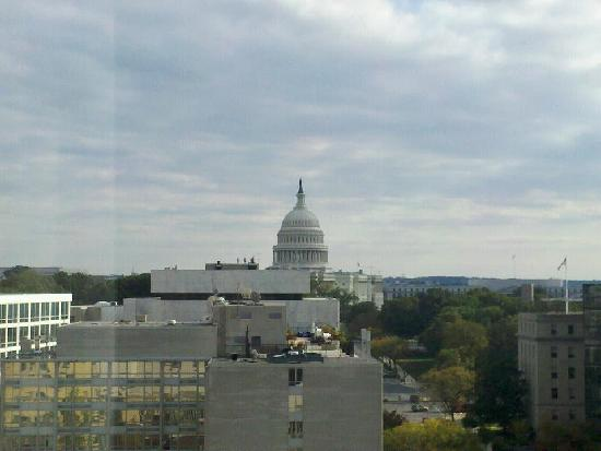 Washington Court Hotel on Capitol Hill: View of the Capitol from our room!