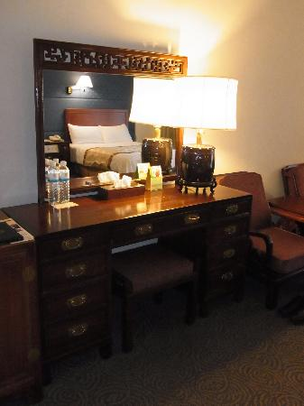 Grand Hotel Taipei: 部屋の家具も中華風で雰囲気があります。