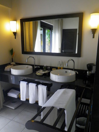 Bandara Resort & Spa : The bathroom