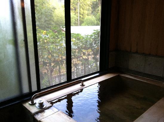 Hotel Hatsuhana: お部屋の檜風呂
