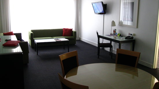 Vibe Hotel Sydney: The lounge in suite