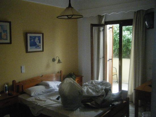 Sunrise Hotel: Room 2