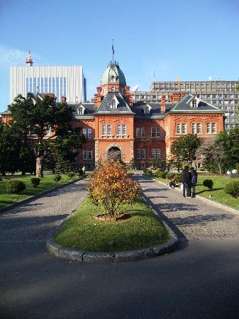 Former Hokkaido Government Office Building: 正面から