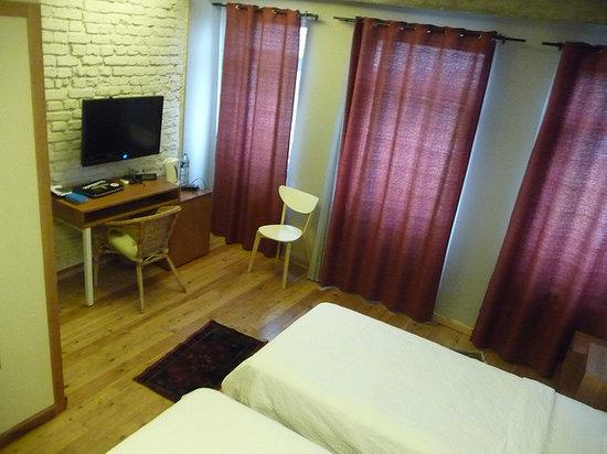 Peradays: Room 8