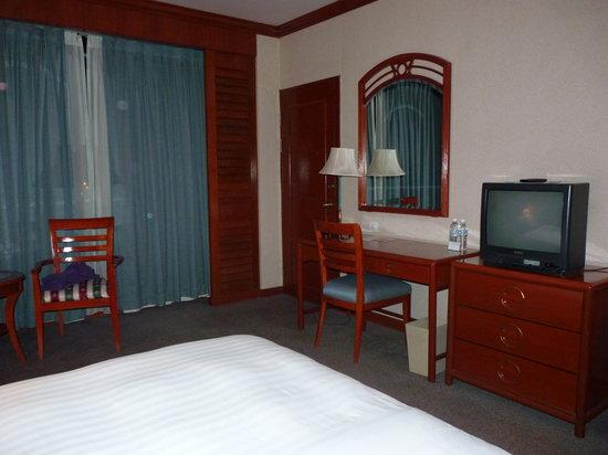 Sabah Oriental Hotel: Bedroom