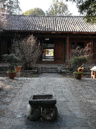 Monument of Shih-tsu Taking over Yunnan: albergo