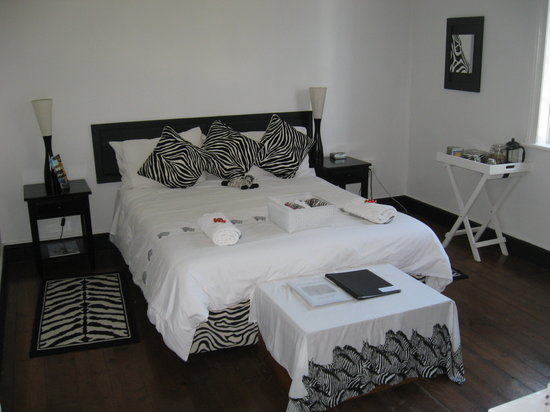 Impangele B and B & Self Catering Cottage: The Zebra Room