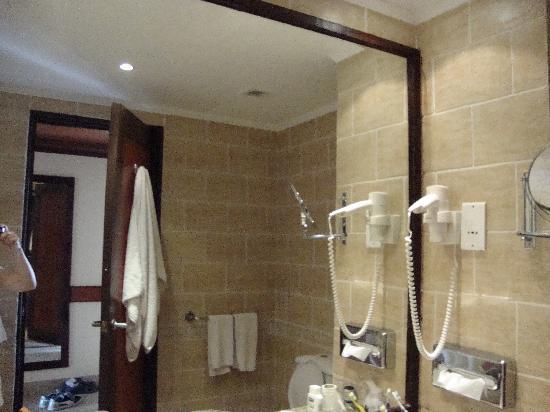 Tiran Island Hotel: bathroom