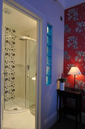 Portobello House: bathroom