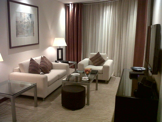 Grosvenor House Dubai: The lounge in our suite