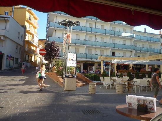 Hotel Lidia: piazza dal pascucci caffè