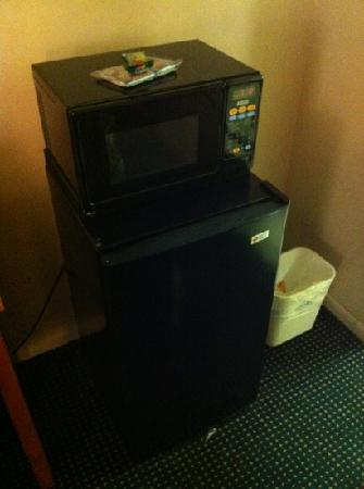 Days Inn Wilmington/newark: microwave and fridge