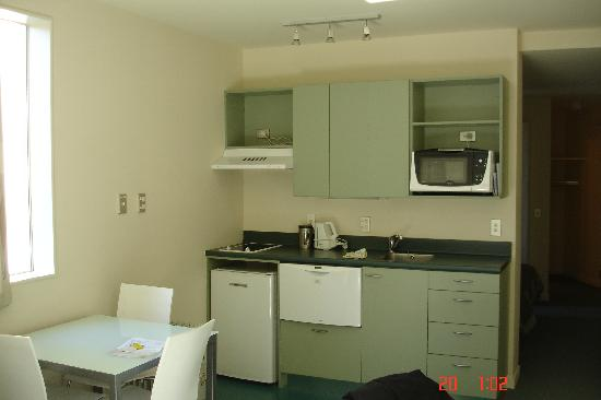 Astelia Apartment Hotel: Kitchen/Dining