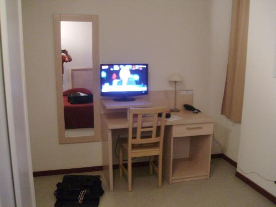 Residhotel Central Gare : salon ch 409