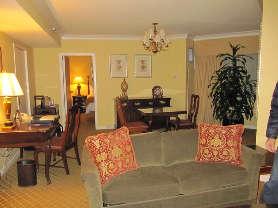 The Rittenhouse Hotel : Living Room (2nd pic)