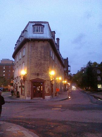 Hotel Le Saint-Paul: Außenansicht abends