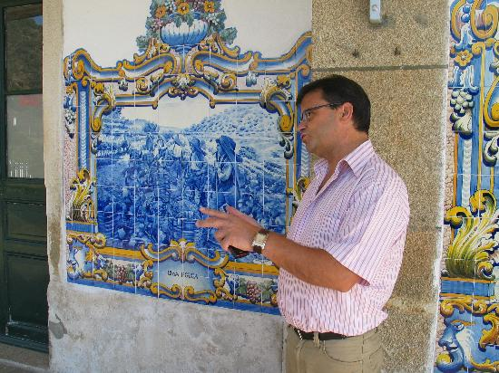 Hotel Douro: Our taxi driver giving a history lesson