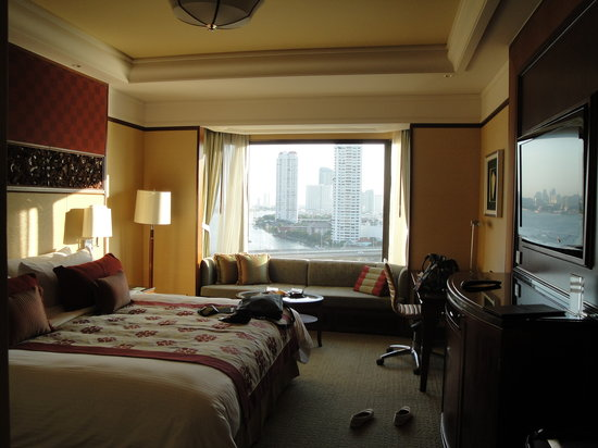 Shangri-La Hotel Bangkok: our room on the 16th floor